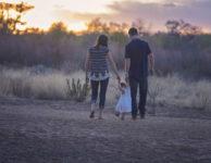 Rodičovský příspěvek, je sociální dávka, na kterou má nárok ten, kdo se stará o nejmladší dítě v rodině (do 4 roků dítěte). Rodičovský příspěvek je ve výši 300 000 Kč (nebo 450 000 Kč pokud se jedná o dvojčata).