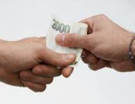 Online půjčka v hotovosti nabízí možnost dostat klidně i 15 000 Kč v hotovosti na ruku. První půjčka je skoro zdarma, takže je to bez vysokých úroků a bez poplatků.