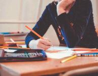 Zaměstnanci si vzhledem k návratu dětí do škol, mohou žádat o ošetřovné za listopad již nyní. Je nutné vyplnit příslušný formulář – výkaz péče o dítě. OSVČ si na podání žádost o ošetřovné za listopad 2020, musí počkat až do poloviny prosince. Pak bude možné, podobně jako za říjen, podat novou žádost na webu MPO.
