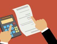 Termín podání daňového přiznání, je v roce 2021 ve čtvrtek 1. dubna 2021. Později mohou daňové přiznání podat jen podnikatelé (OSVČ), kteří podávají DP v elektronické podobě. Pak je čas do 3. května 2021. Ti, kdo využijí služeb daňového poradce, mají čas až do 1. července 2021.