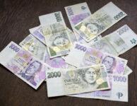 Půjčka do 20 000 Kč je k dispozici i pro nezaměstnané. Peníze můžete dostat v hotovosti na ruku, bezhotovostním převodem na účet v bance nebo i složenkou na poštu. Pokud máte pravidelný příjem ze zaměstnání (nebo z jiného zdroje), pak můžete dostat až 100 000 Kč na cokoliv.